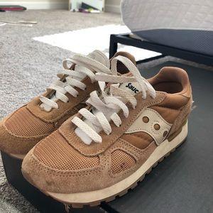 Saucony tennis shoes